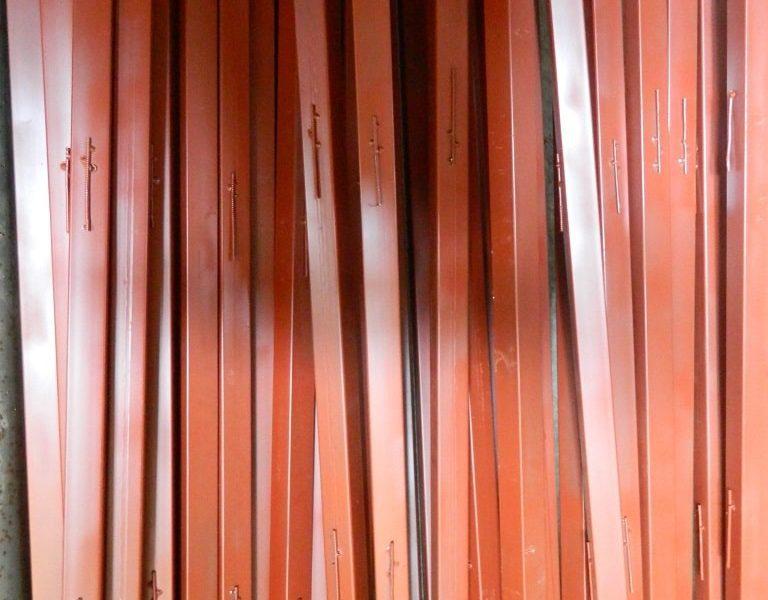 Столбик для сетки рабицы 40х40х1,5 h=2,0 м Столбик для сетки рабицы 40х40х1,5 h=2,0 м