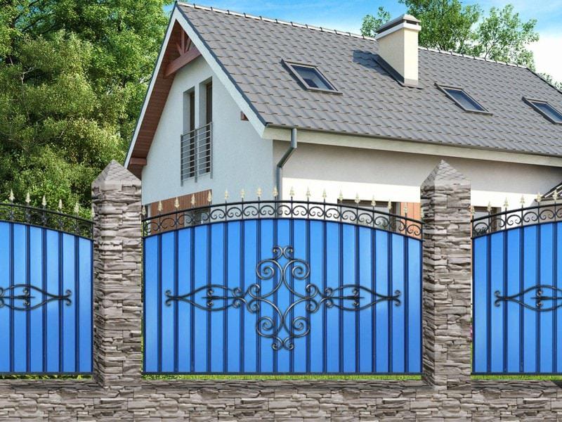 Кованый забор с металлопрофилем МПАТ Олимпия МПА